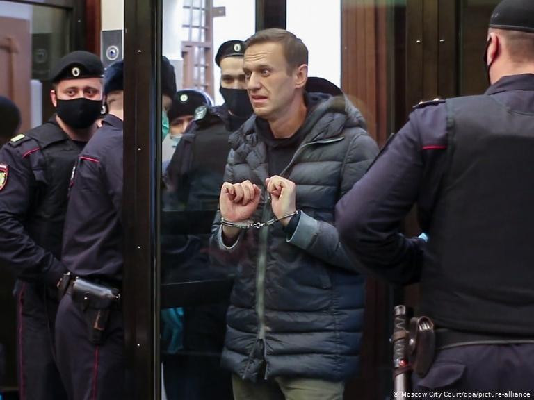 Өлсгөлөн зарлаад байсан А.Навальныйгийн хөл, гар нь мэдээгүй болж байна гэв