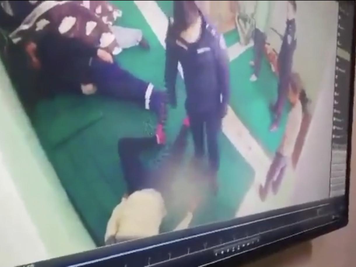 """ВИДЕО: """"Цагдаагийн алба хаагч ИРГЭНИЙ биед халдаж буй"""" дахин нэг бичлэг цацагдлаа"""
