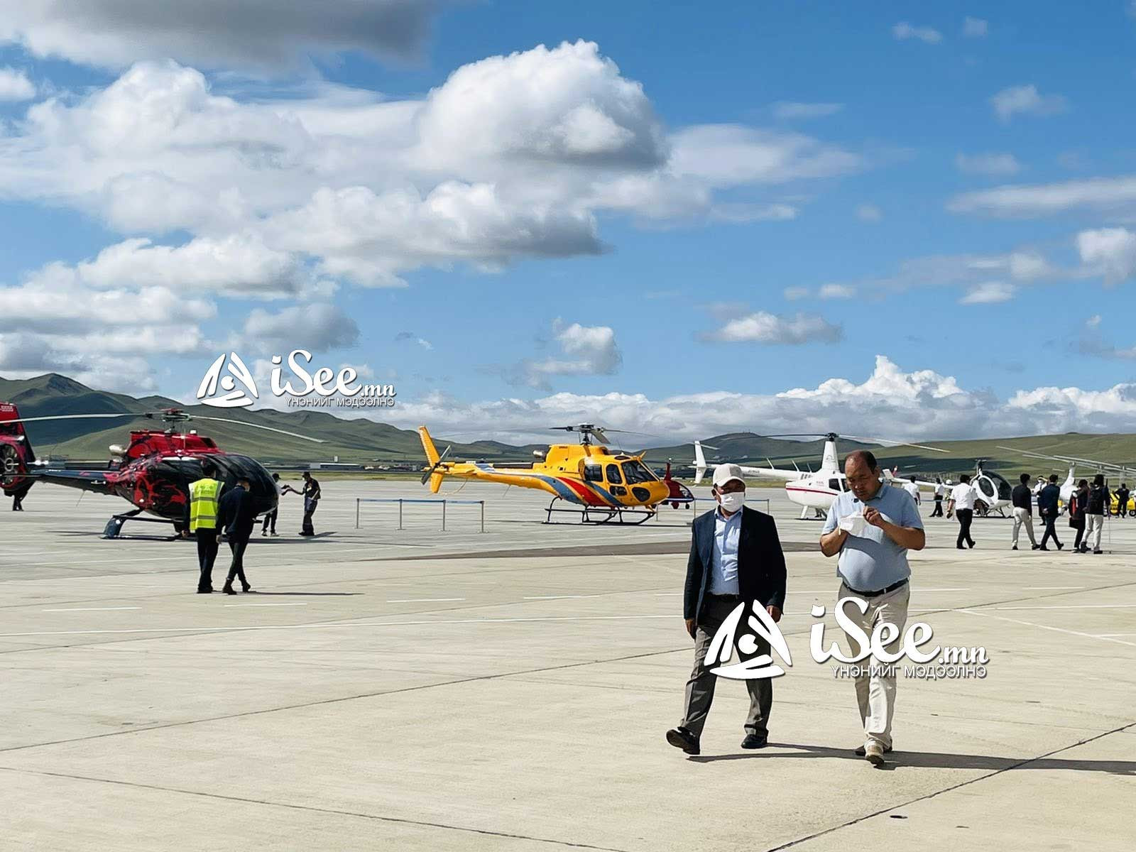 """ФОТО: """"Буянт-Ухаа"""" нисэх буудалд бага оврын онгоцны үзүүлбэр болж байна"""