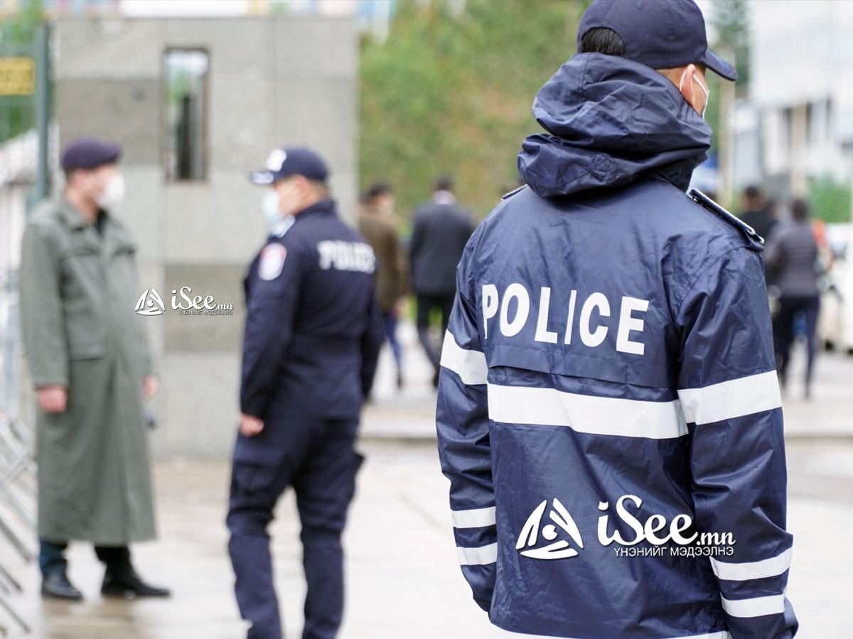 ШУУРХАЙ: Цагдаагийн алба хаагч руу галт зэвсэг шагайж, шаардлагыг нь эсэргүүцсэн хэрэг гарчээ